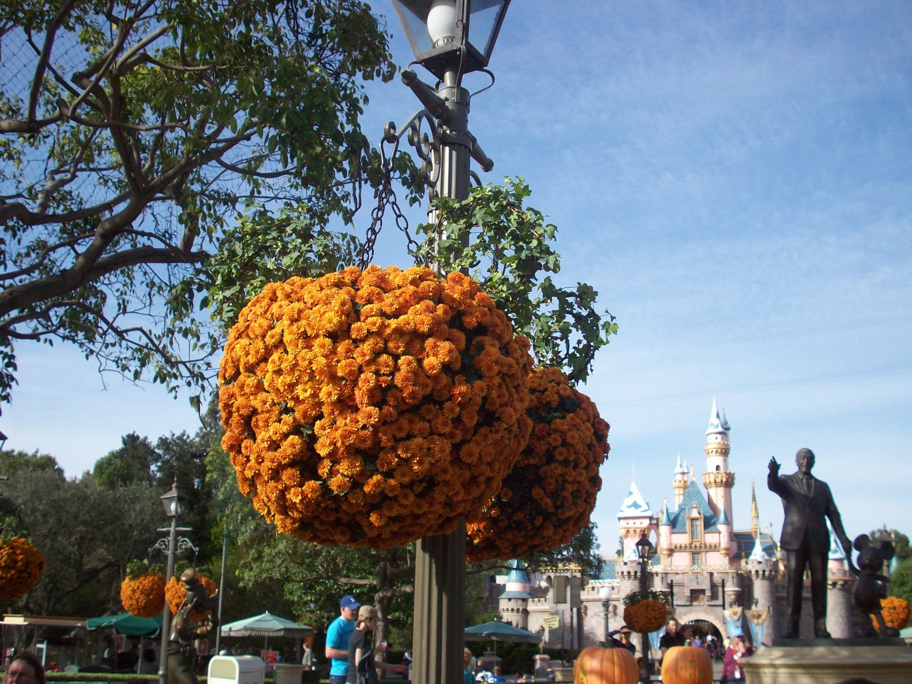 Halloweentime Disney Statue
