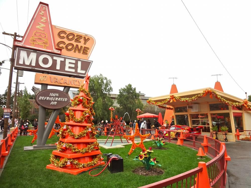 Cozy Cone Motel Christmas Decorations