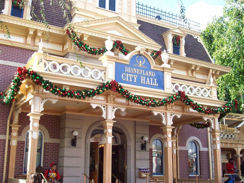 disneyland city hall christmas decorations