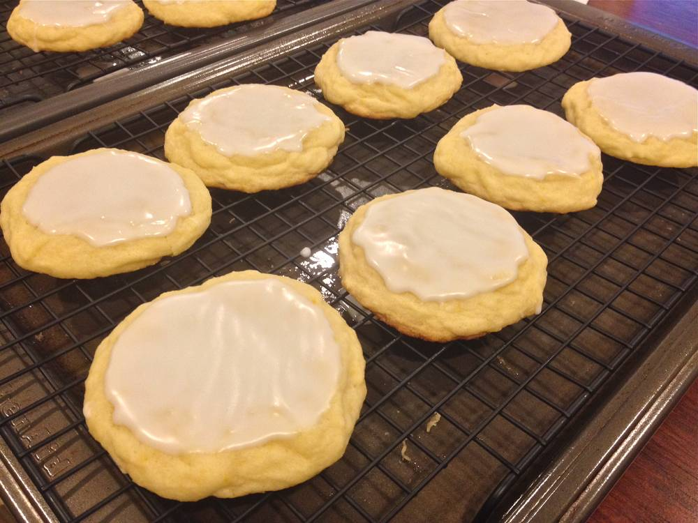 Refreshing Lemon Cookies with Icing